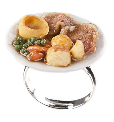 Classic British Dish Sunday Roast Dinner Ring from ShmooBamboo